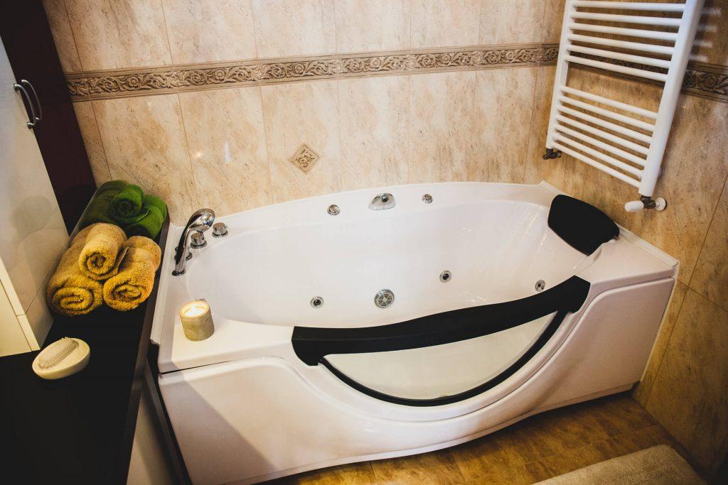 Barackos Wellness Villa fürdőszoba